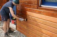 Jak odnowić drewnianą elewację?