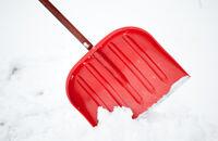 Jak usuwać śnieg z podjazdów i chodników?
