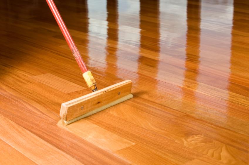 Jak zabezpieczyć drewnianą podłogę - porady Leroy Merlin