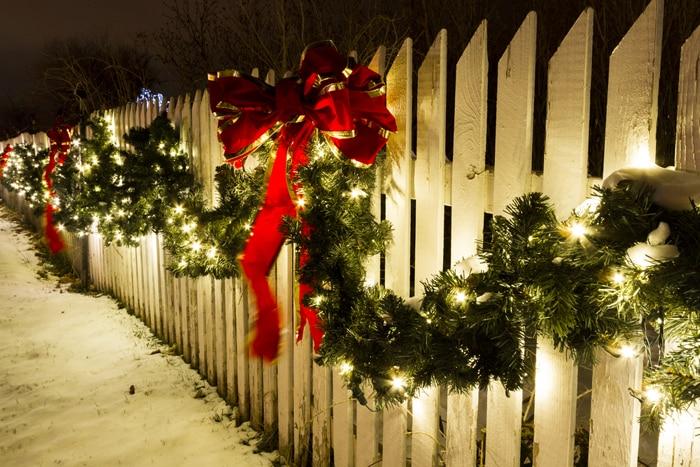 Ozdoby świąteczne w postaci choinkowych girland