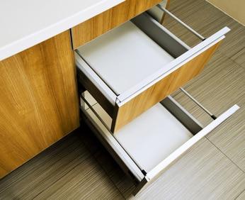 szuflady w zestawie mebli kuchennych