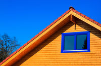Podbitka drewniana dachowa – co warto o niej wiedzieć?