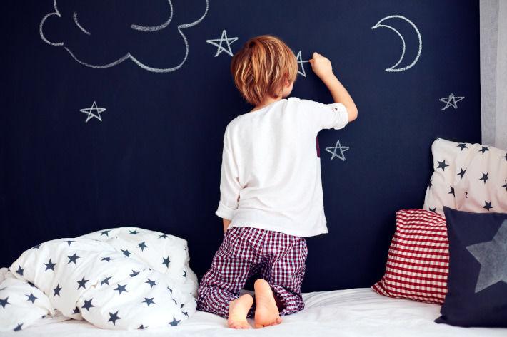 Ściana do rysowania w pokoju dziecka