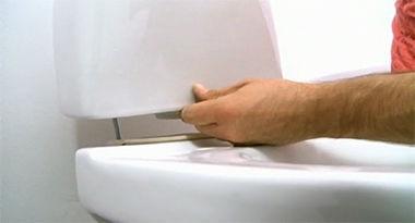 Montaż elementu spłukującego