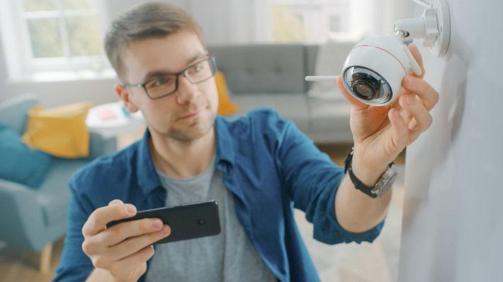 Montaż inteligentnej kamery w domu