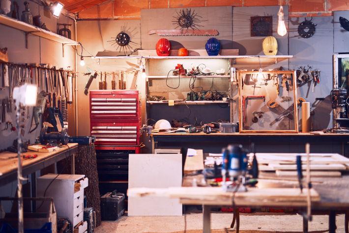 Garaż z narzędziami