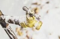 Na pomoc zamarzającym rurom – elektryczne przewody grzejne