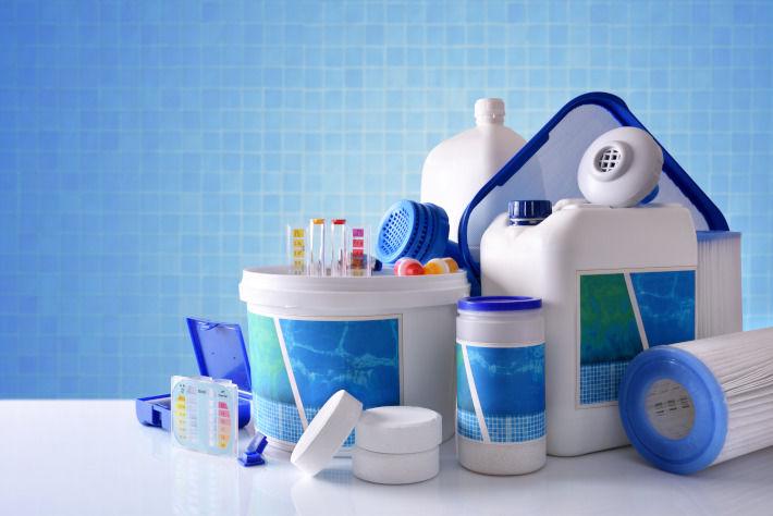 Środki i akcesoria do czyszczenia basenu